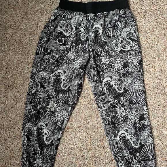 bce1415234b00 silence + noise Pants | Silence And Noise Black And White Printed ...